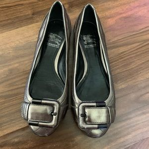 Burberry buckle toe shoes